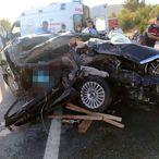 Mersin'de otomobil tıra çarptı: 3 ölü, 1 yaralı
