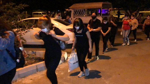 Masaj salonlarına yapılan baskınlarda 21 kadın gözaltına alındı