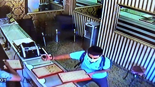 Hırsız, biber gazıyla 50 bin liralık altını çaldı