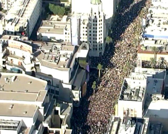 Los Angeles'ta yüz binlerce kişi ırkçılık karşıtı protestolar için yürüdü