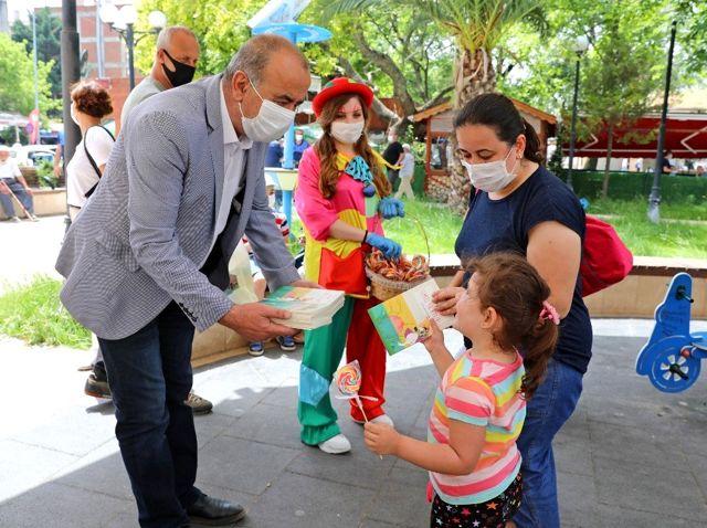 Başkan Türkyılmaz'dan çocuklara renkli sürpriz