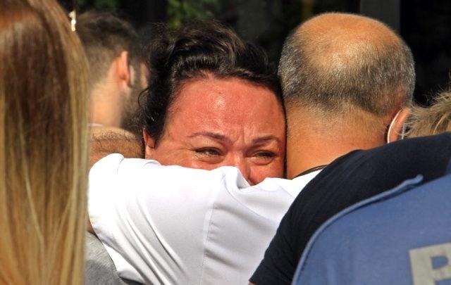 Çarpıştığı sürücüyü kanlar içerisinde gören genç kadın gözyaşlarına boğuldu
