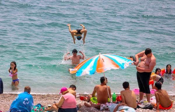 Son dakika haber | Kısıtlama kalktı, sahil çocuklarla doldu