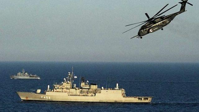 Son Dakika: Türk donanması, Akdeniz'de Türk kargo gemisini durdurmaya çalışan Yunanistan ordusuna ait helikoptere müdahale etti