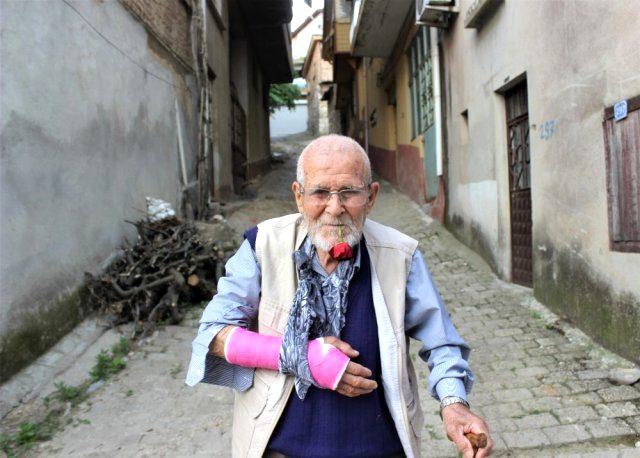 62 yıldır ağzındaki gülle yaşayan Gül Dede, virüse meydan okuyor