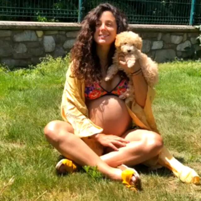 9 aylık hamile Cansu Tosun, bikinili pozlarını paylaştı