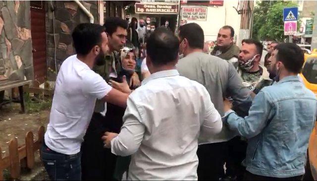 Bir grup vatandaş, sokak ortasında baldızı ile tartışan genci linç etmek istedi