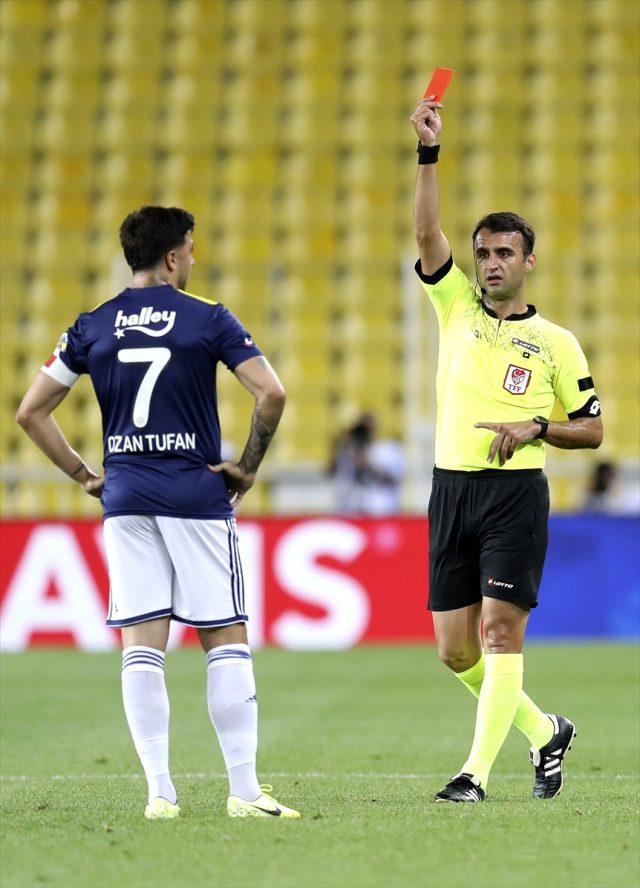 Fenerbahçe - Kayserispor maçında Ozan Tufan, kırmızı kartla oyun dışında kaldı