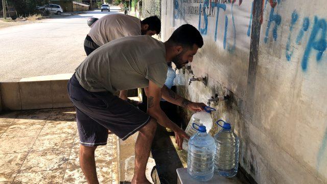 Vatandaşlar, şifalı olduğuna inandığı kaynak suyuna büyük talep gösteriyor