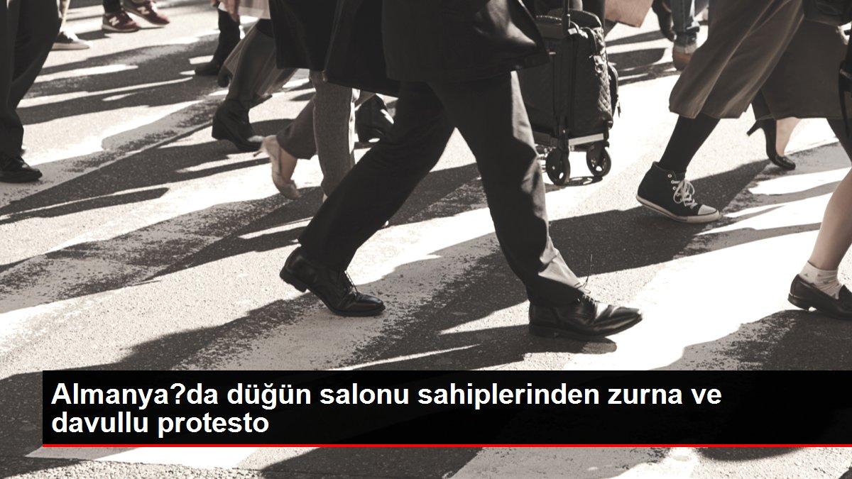 Almanya?da düğün salonu sahiplerinden zurna ve davullu protesto