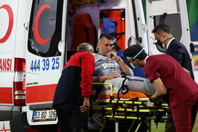Galatasaraylı oyuncular, Rizespor deplasmanlarında 2 sezonda 2 ciddi sakatlık yaşadı