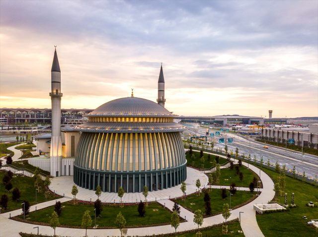 İstanbul Havalimanı'nın 3. bağımsız pisti hizmete girdi