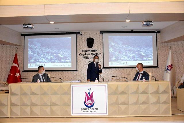 Başkan Çelik yatırım müjdelerini meclis üyeleriyle paylaştı