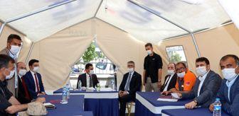 Kamil Aydın: MHP Genel Başkan Yardımcısı Prof. Dr. Kamil Aydın Çat'ta depremzedelerle bir araya geldi