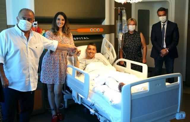 Patricia Callero, bugün ameliyat olan eşi Muslera'nın doğum gününü hastanede kutladı