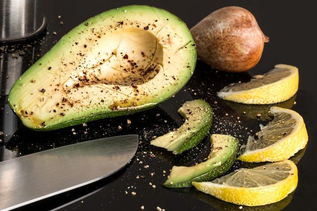 Ara öğün alternatifi: Avokadolu salata tarifi