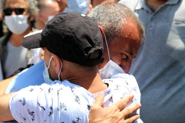 Görev yeri değişen valiyi vatandaşlar, gözyaşlarıyla uğurladı