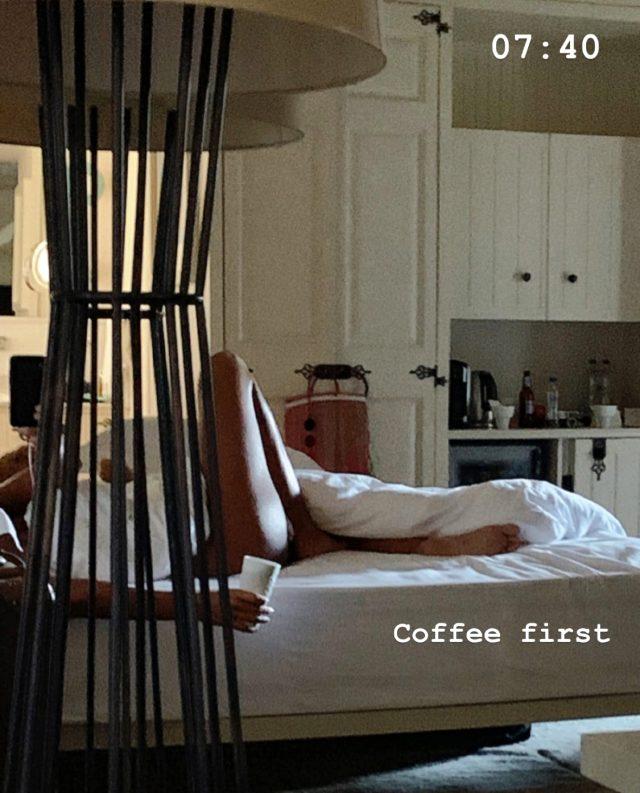 Sosyetik güzel Eda Taşpınar, kaldığı otelden yatak pozları verdi