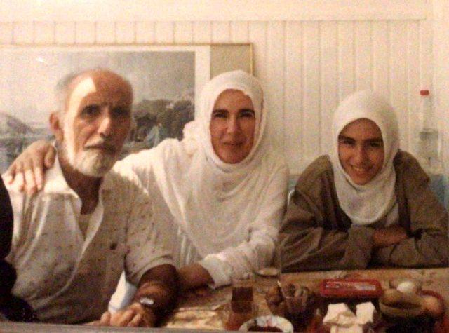 Emine Erdoğan, 16 yıl önce kaybettiği babasıyla fotoğrafını paylaştı