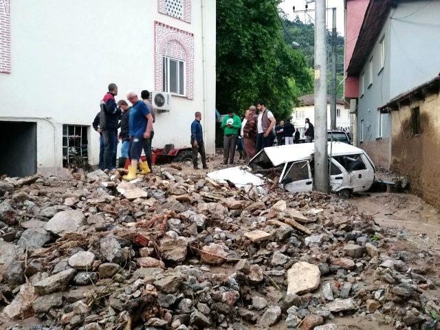 Felaket bölgesine giden Bakan Soylu, kameralar önünde Cumhurbaşkanı Erdoğan'ı aradı