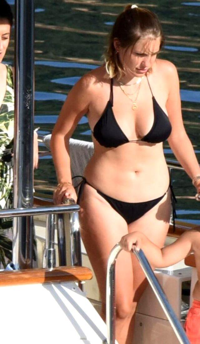 Sevgilisiyle tatile çıkan Eda Ece, siyah bikinisiyle yakalandı