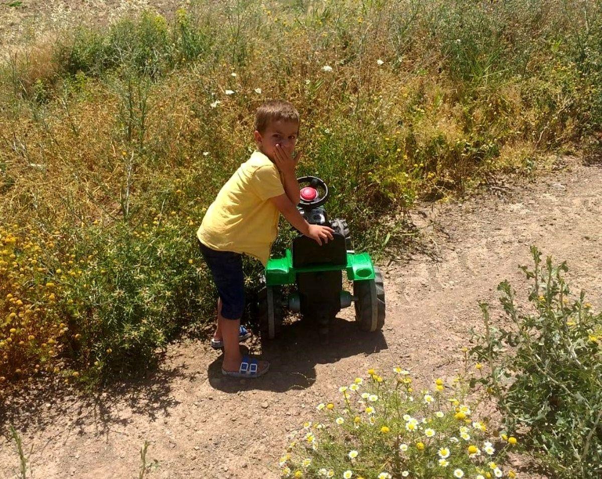 4 yaşındaki Ömer, 5 saat sonra buğday tarlasında bulundu