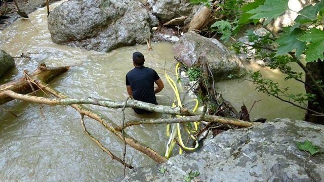 Selde kaybolan genç kız için arama kurtarma köpeği tepki verdi, suyun yolu değiştiriliyor