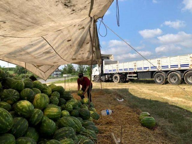 Alıcı ve satıcı tartışınca nakliyeci 23 ton karpuzla ortada kaldı