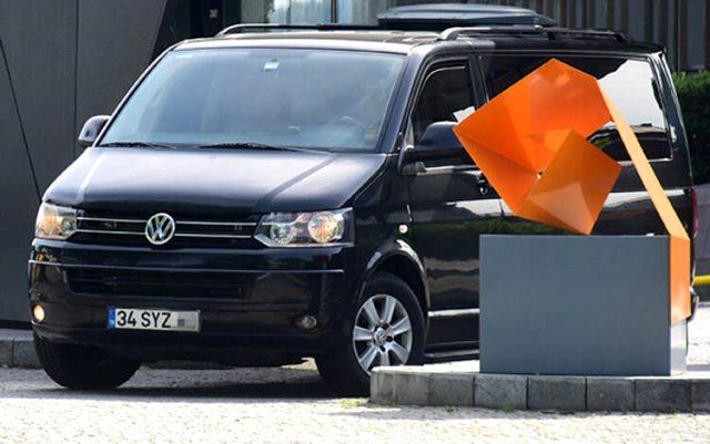 Aracı tanındığı için sevgilisinin evine girerken yakalanan Hadise, düşük model bir otomobil aldı