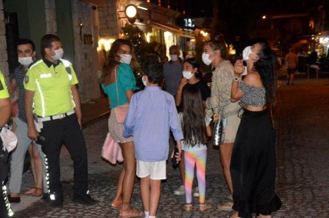 Arkadaşlarıyla tatilde olan Demet Akalın maskesiz yakalandı: Takmama gerek yok