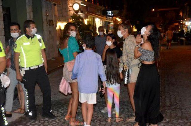 Demet Akalın maske takıyor mu? Arkadaşlarıyla çıktığı tatilde maskesiz yakalanan Demet Akalın ne dedi?