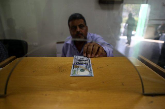 Gazzeli 100 bin aile 100 dolarlık yardımlarını almaya başladı