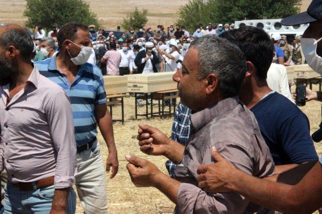 Konya'daki kazada hayatını kaybeden 7 kişi, yan yana defnedildi