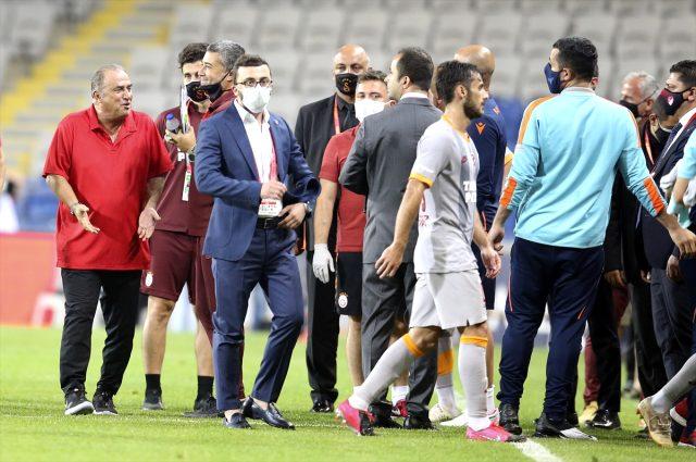 Başakşehir - Galatasaray maçının ardından iki takım saha içinde tartışma yaşadı