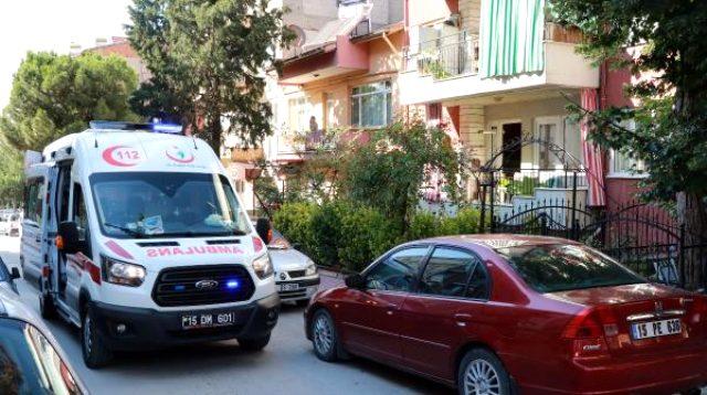 Üç çocuk annesi kadın başından silahla vurulmuş halde ölü bulundu