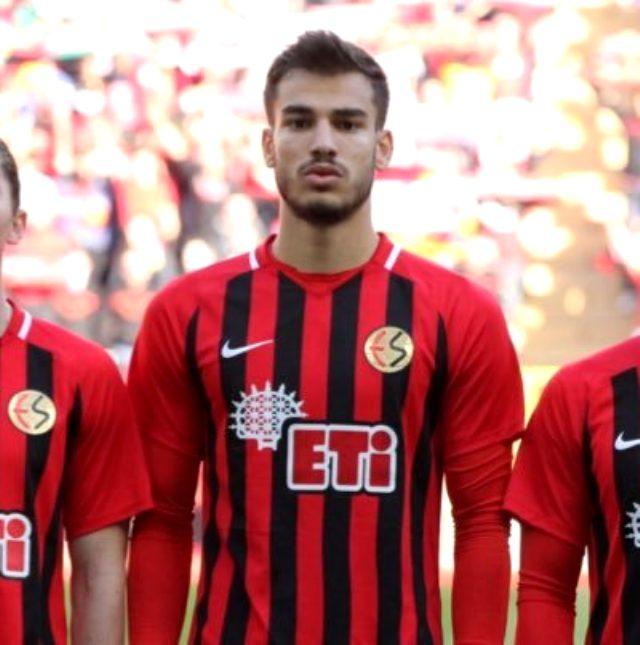 2. Lig'e düşen Eskişehirspor'un genç oyuncusu Mehmet Özcan, Bundesliga ekibi Freiburg'un gündeminde