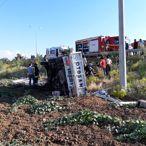 Denizli'de şarampole devrilen kamyonetteki 3 kişi yaralandı