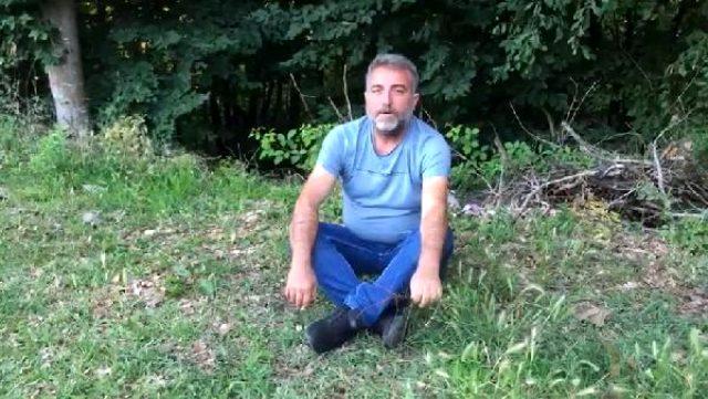 Herkes Türkiye'de görülen yılanlardan korkarken Sakarya'da bir kişi yılanın ağzından avını kaptı