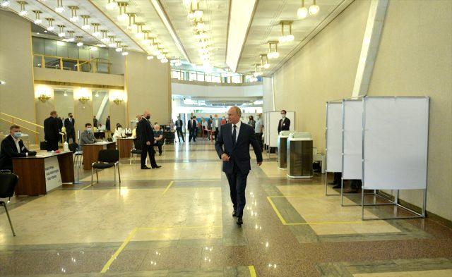 Putin, 2036'ya kadar görevde kalmasını sağlayacak anayasa değişikliği referandumunda oy kullandı