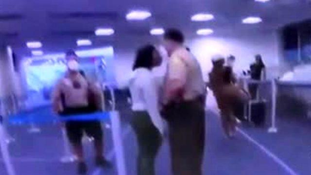 ABD'de bir polisin siyahi kadına yumruk atması tepki çekti