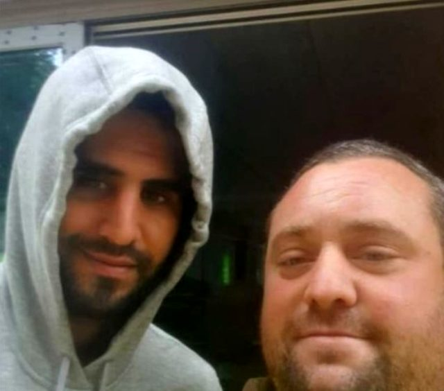 Riyad Mahrez'le fotoğraf çektiren İngiliz taraftar işinden kovuldu