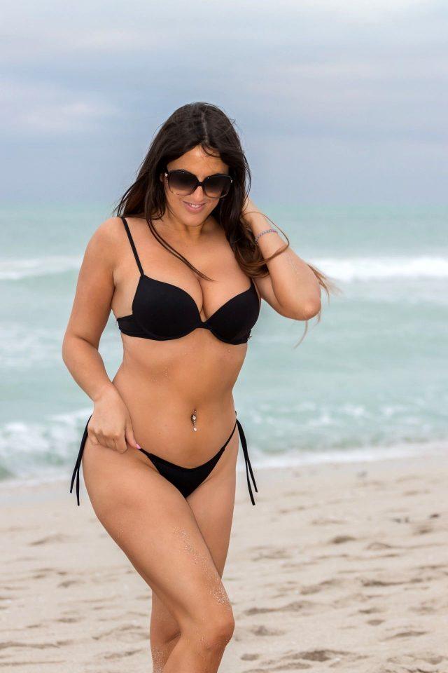 Dünyaca ünlü model Claudia Romani, ABD'nin kurtuluşunu bayraklı bikinisiyle kutladı