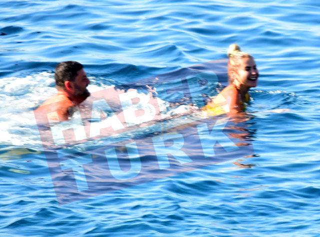 Ece Erken, Şafak Mahmutyazıcıoğlu'yla barıştı! Denizde öpüşürken fena yakalandılar