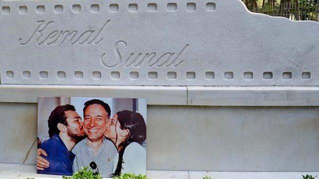 Son dakika... Usta sanatçı Kemal Sunal vefatının 20'nci yılında mezarı başında anıldı