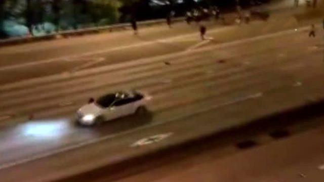 ABD'de göstericilerin üzerine araç süren saldırgan, 2 kadını yaraladı