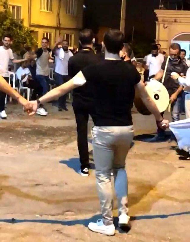 Bakan Koca, Bursa'daki düğünü örnek verip uyardı: Meydanı gelinle damada bırakın