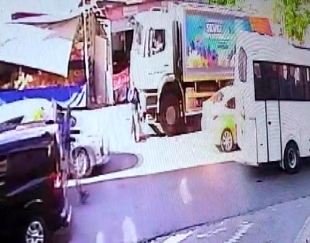 Esenyurt'ta yolun karşısına geçmek isteyen kadını çöp kamyonu kadını böyle ezdi