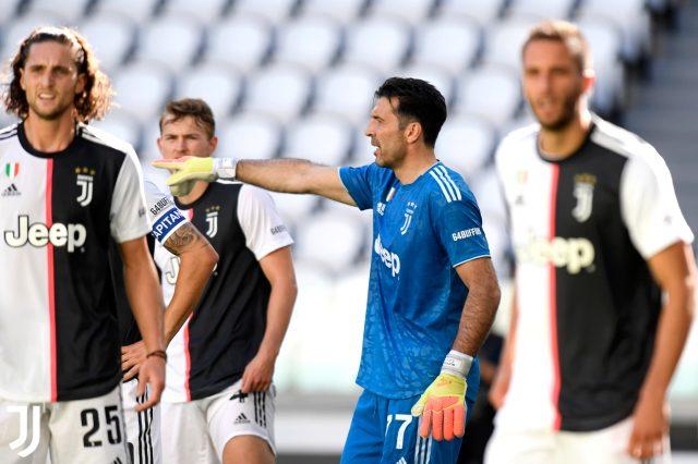 Juventus, Buffon'un Serie A'da en çok maça çıkan oyuncu olduğu maçta Torino'yu 4-1 mağlup etti