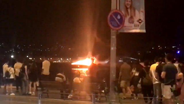 İstanbul Boğazı'nda bir tekne cayır cayır yandıktan sonra battı