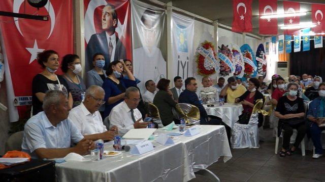 İYİ Parti'nin 2. Olağan Kongresi'nde partililer sosyal mesafe kuralını hiçe saydı